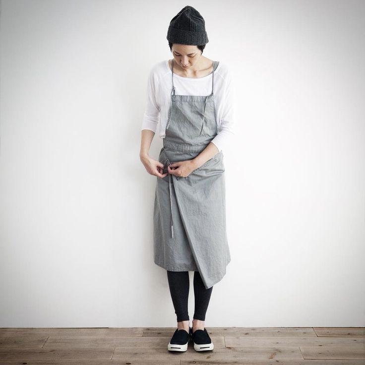 #simply #simplycoltd #エプロン #ワークウエア #サロペットスカート#2015AW 2wayサロペットスカート。 巻きスカートにもサロペットスカートにもなるタイプ。 エプロンでもワークウエアでも使える優れものです! シーズン問わず使える綿麻素材で、一年中定番のワードローブに加えてみてはいかがでしょうか。