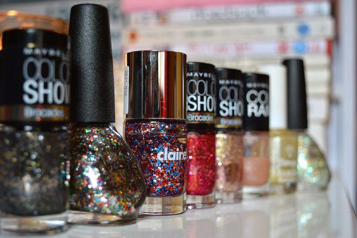 Laura Iovan: 8 Festive Nail Polishes