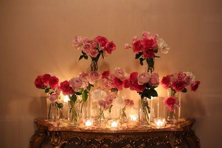 先日、シェ松尾青山サロンさまへお届けした装花です。エントランスを入ってすぐのコンソール棚に飾ったバラとキャンドル。数日後に花嫁様より、メールをいただきまし...