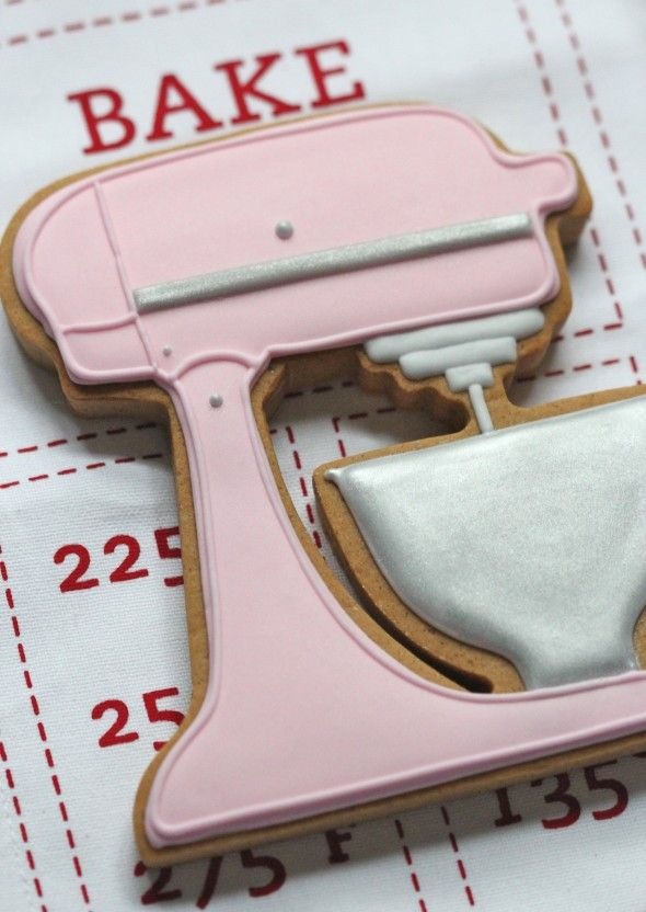 amazing pink kitchenaid stand mixer cookie by @Sweetopia ~ Marian Poirier