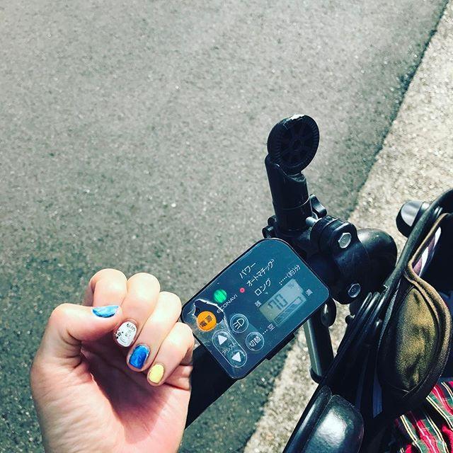 . 時間なくてネイル行けませんので、 インスタでみた素敵なのを真似っこ。 私下手くそwwでも気分転換⭐︎ . 電動自転車があればどこでも行けちゃう。 栄でも、名駅でも。 今日は誰にも絡まれてない。 引き寄せない法則。。 この調子🤘おひとり様最高♡ . . #セルフネイル #一応マーブル #ブルーイエローホワイトネイル #とにかく暑い #日焼けしました #図書館大好き#本の虫 #panasonic #電動自転車 #二児の母#nagoya