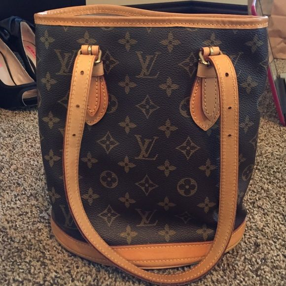 Louis Vuitton bucket bag!! Louis Vuitton bucket bag! Super cute for spring! Great condition! Authentic!!! Louis Vuitton Bags Shoulder Bags