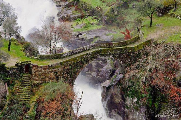 Ponte da Mizarela, Montalegre (photo: António Chaves) A local tale says that this bridge has been built by the devil!