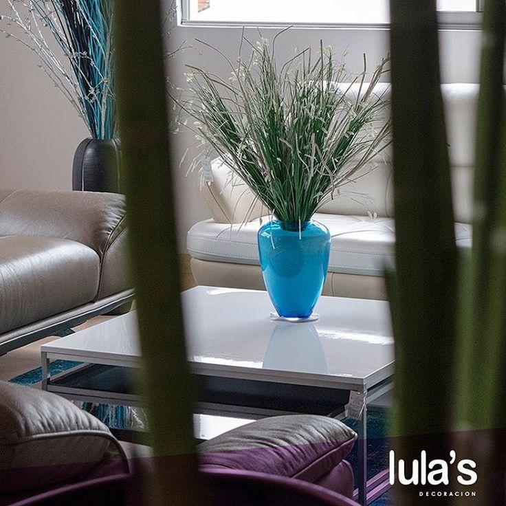 La sala es un ambiente muy importante en una casa y en ella hay que expresar nuestra personalidad y muchas veces resulta recargada al querer decorarla sin tomar en cuenta su tamaño. En #LulasDecoración encuentra la sala que se acomode a tus espacios, a tus gustos y a tu estilo personal.  Danos el gusto de atenderte. Estamos ubicados el patio bonito transversal 6 #45-79  #interiordesign #home #style #decor #decoración #espacios #ambientes #decohogar #muebles #mobiliario #decoracioninteriores…