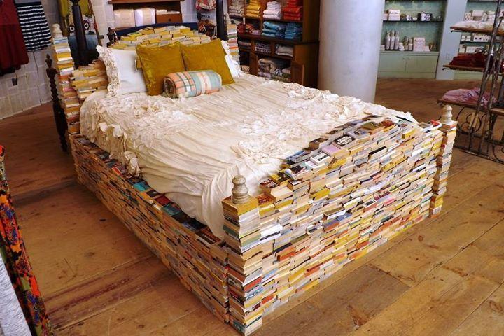 Bei dem Wetter bleibt man doch lieber im Bett und liest ein Buch