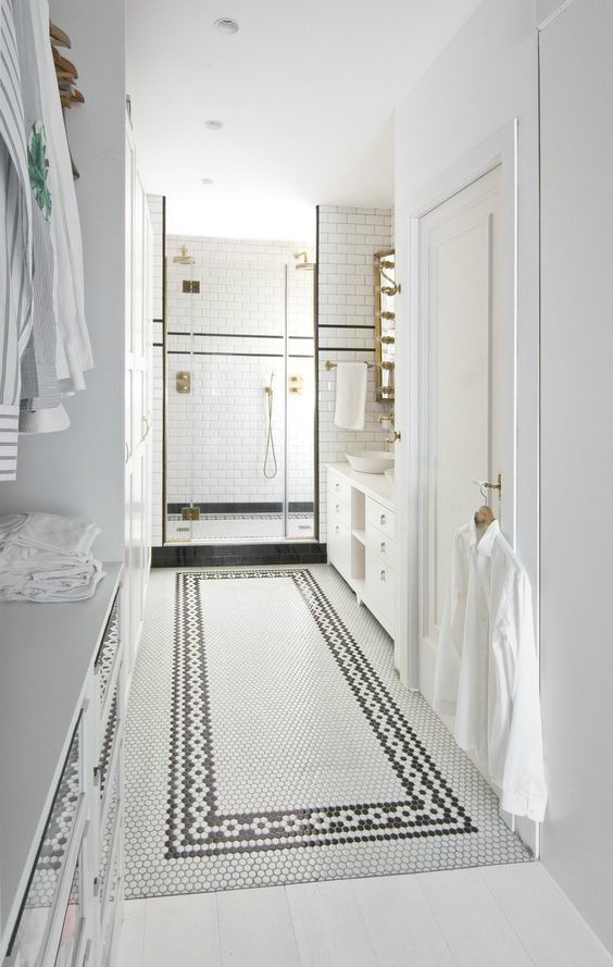 <3 the use of tiles in this bathroom of Movement in White of a house in Barcelona