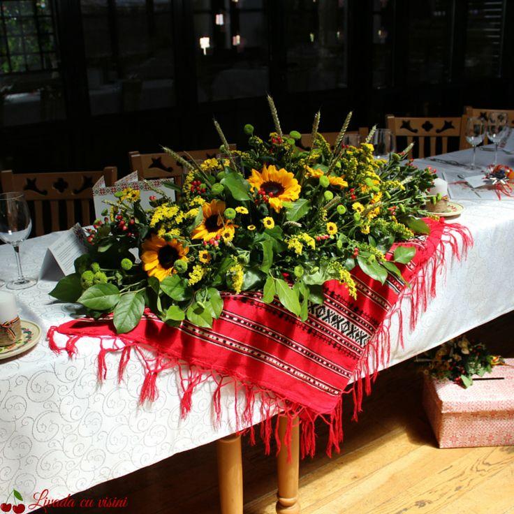 #aranjament #masa #floral #table #arrangement #wedding #event  #centerpiece #madewithjoy #livadacuvisini #floraldesidn #paulamoldovan #flowers #events #bucharest #flori #bucuresti #nunta #botez #evenimente #traditional #romanesc #spice #floareasoarelui