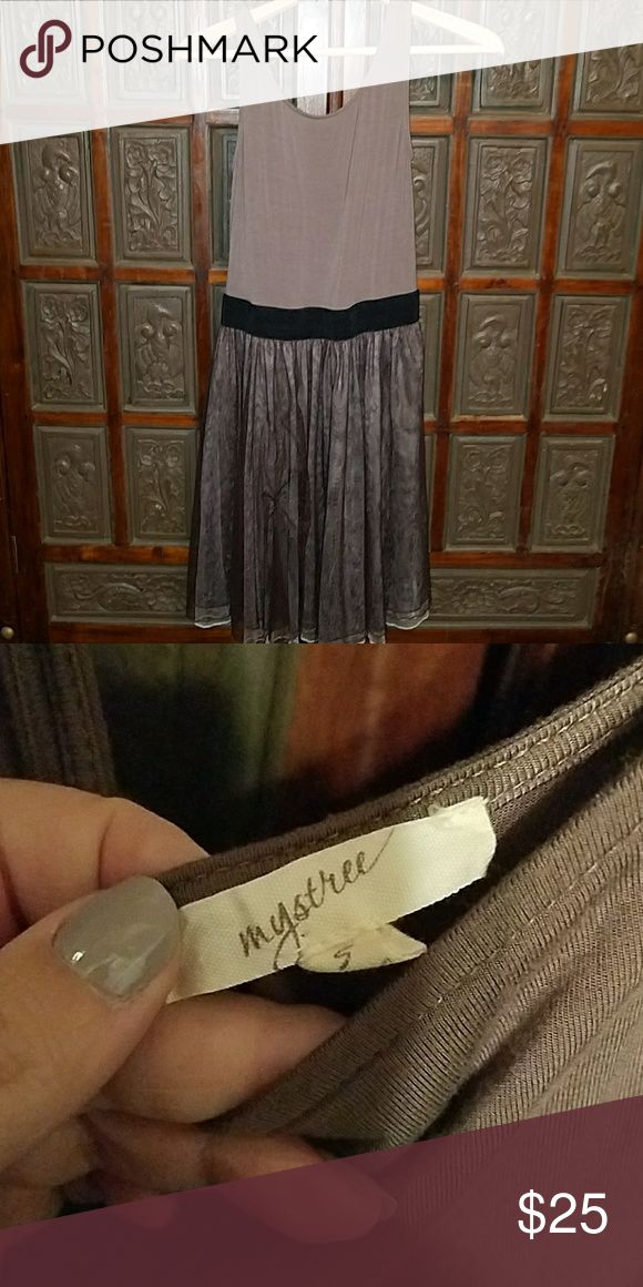 Anthropologie dress size small Beautiful tuelle and waistband show off the waist . Great match of colors . Brand is mystree. Anthropologie Dresses