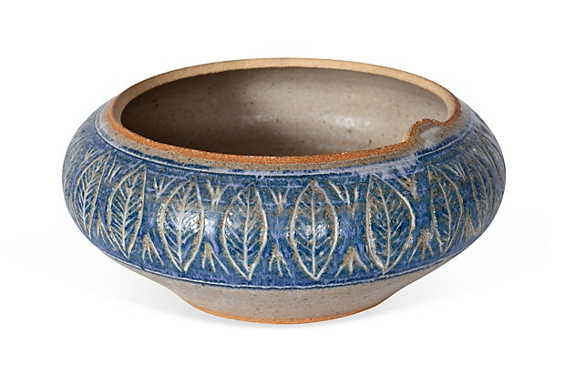 Cream and blue pottery bowl with etched leaf motif.PERFECT!Etchings Leaf, Blue Pottery, American Art, Art Pottery, Pottery Bowls, Leaf Motif Perfect