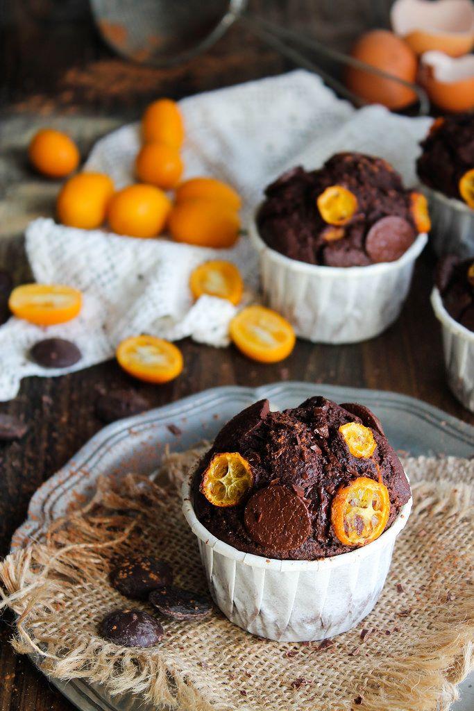 Muffins chocolat et kumquats {sans gluten - sans lait} - Ingrédients : 200 g de farine de riz complet, 80 g de poudre d'amande, 80 g de cacao en poudre...