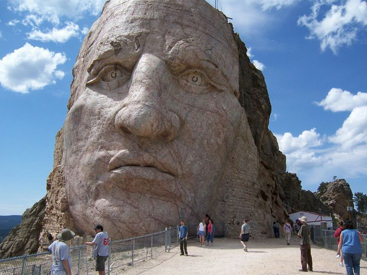 Мемориал посвященный Неистовому Коню или Бешеному Коню — вождю племени оглала, входившего в союз семи племён лакота. (The Crazy Horse Memorial)