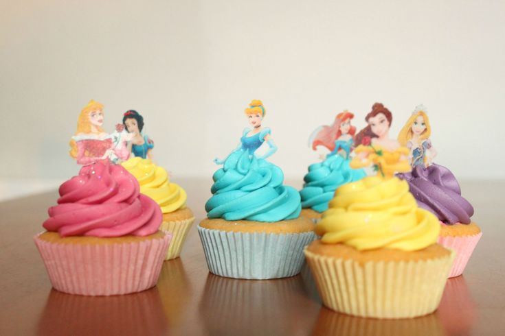 """I made some Disney Princess cupcakes! :)"" imgur.com/gallery/HOneszp Too cute!"