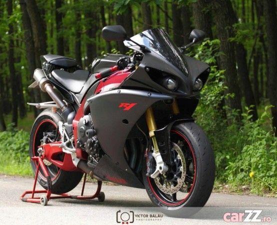 Motocicletă Yamaha R1 2009