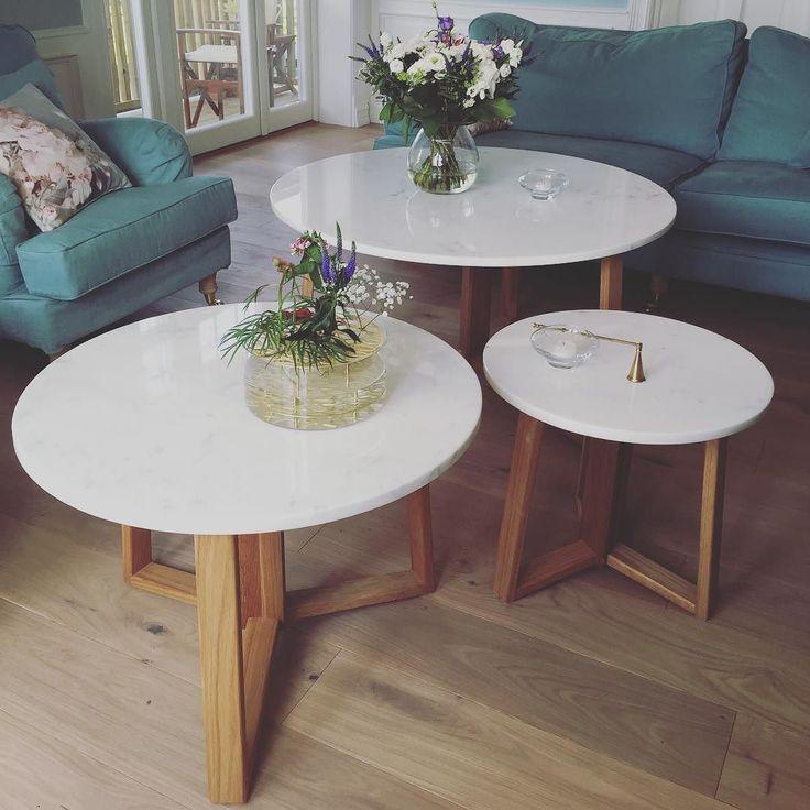 Finsnekkeren har laget disse eikeunderstellene til kundens marmorplater. Det er ikke bare rustikke møbler som finner veien ut fra Fru Bloms verksted- Finsnekkeren står for finish til folket! #frublom #frublomogfinsnekkeren #finsnekkerengebretsen #eik #marmorbord #salongbord #stuebord #livingroomtables #settbord #bordtrio #marmor #marble #oak #håndlaget #handmade #furniture #bobedre #interiørmagasinet #elledecorationnorge #frublomoftheday by frublomoftheday