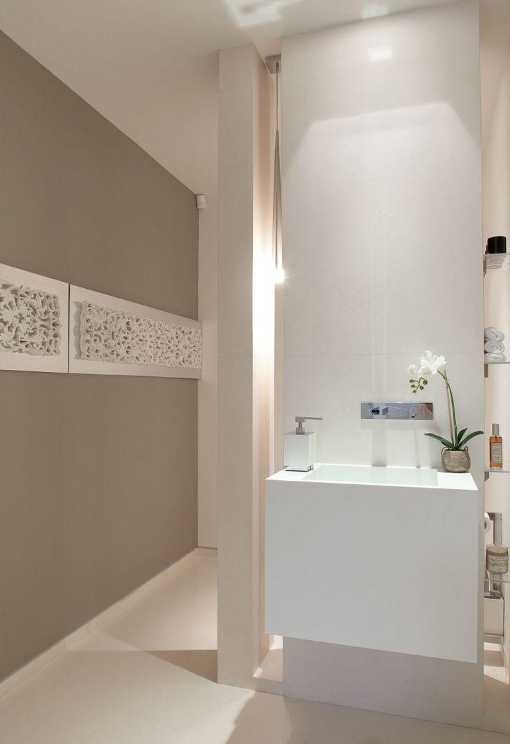 Casi similar, pero la decoración de la pared mucho más barato se puede hacer pintando entrada goma matts blanco> cortarlas estrecho> pegamento sobre la madera contrachapada pintada> montar en la pared
