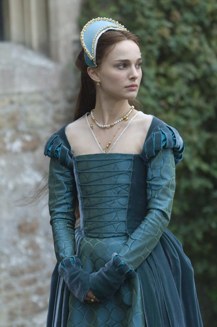 Natalie Portman as Anne Bolyn, in gown of velvet and brocade, in the film The Other Bolyn Girl.
