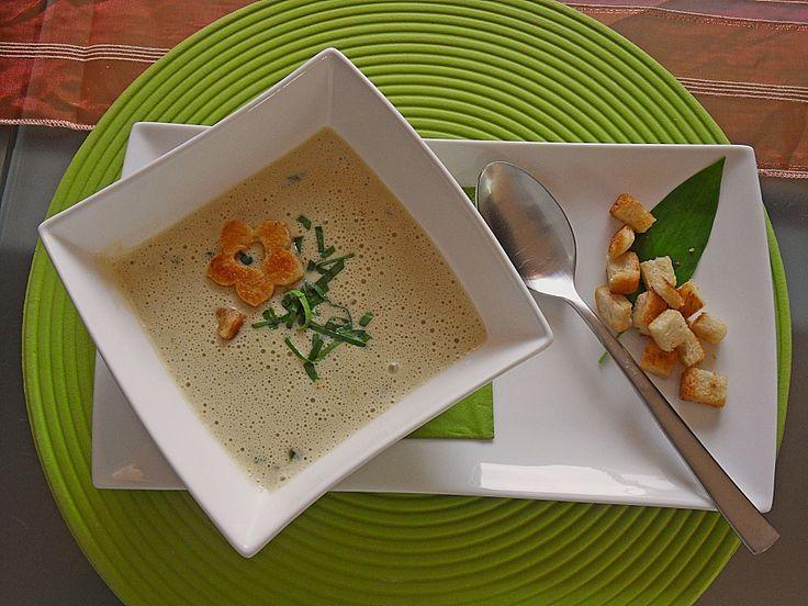 Bärlauch - Sahnesuppe mit Croutons, ein gutes Rezept aus der Kategorie Gebundene. Bewertungen: 68. Durchschnitt: Ø 4,7.