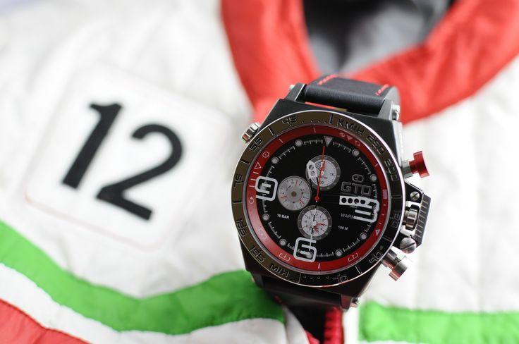Montre homme sport Warm Up de GTO - bouton rouge pour un look dédié à l'automobile #montre #sport #homme #automobile #voiture #italia