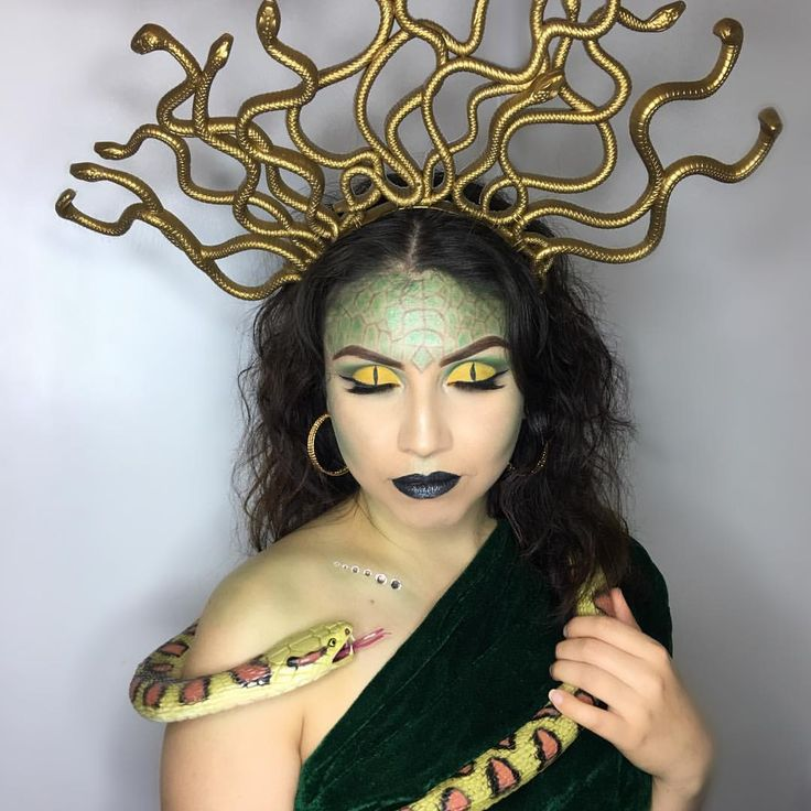 Medusa Halloween Makeup 🐍 Eyebrows: Anastasia Beverlyhills in medium brown Ey…