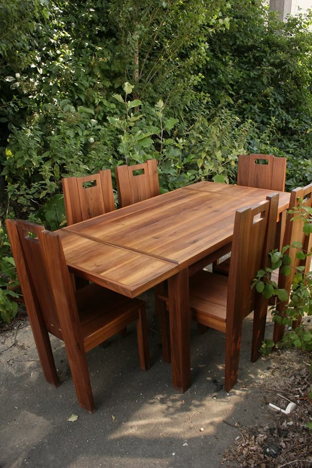 Was made of walnut (juglans regia). Dining table which can be enlarged, with an edge plank running round. Size Longitude:200 cm  Width:80 cm  Altitude:75 cm Plussz the guest sheet: 30–30 cm In a discretionary size can be ordered.