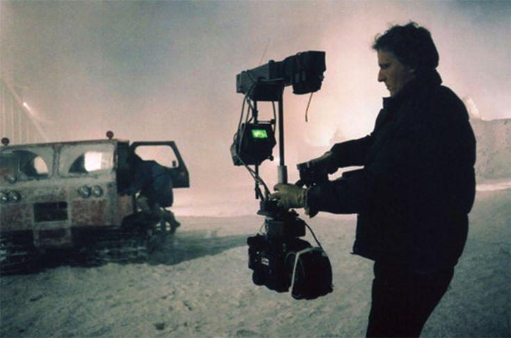L'operatore di ripresa Garrett Brown filma Shelley Duvall e Danny Lloyd in una scena finale del film The Overlook Hotel di Stanley Kubrik..