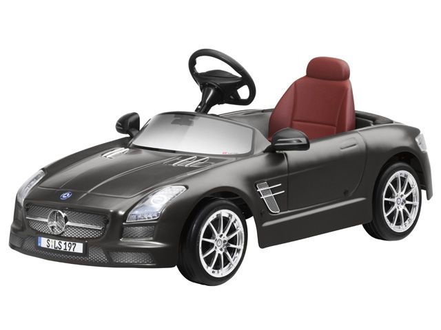 "SLS AMG childrens pedal car B66960146 SLS AMG, childrens pedal car, Monza grey magno. Plastic. Steel chassis with non-toxic paint finish.  Plastic bodywork. Handbrake. Ergonomic seat. Spacious interior. Electric horn.  Rear-view mirror. ""Genuine"" SLS wheels and SLS steering wheel.  Size approx. 155 x 55 x 45 cm. Weight approx. 8.4 kg.  By TT Toys Toys for Mercedes-Benz."