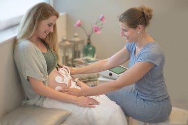 TeleCTG maakt real-time monitoring van zwangerschap op afstand mogelijk. De aanstaande moeder hoeft voor de (soms dagelijkse) controle niet meer uitsluitend naar de polikliniek en/of hoeft niet te worden opgenomen in het ziekenhuis.