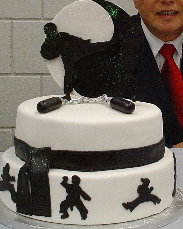 Sprinkle Splash Ying and yang Karate cake!  We service the Greater New York Area call us today 800-764-6106 or info@SprinkleSplash.com