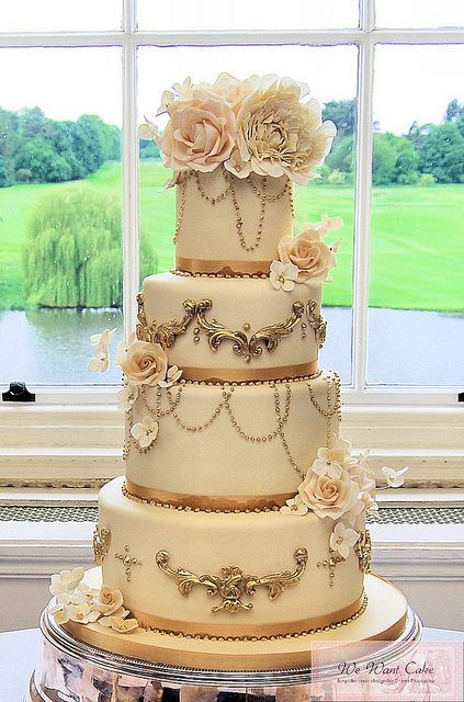 GorgeousVictorian Wedding Cake, Vintage Chic, Vintage Cake, Vintage Wedding Cake, 50Th Anniversaries, Wedding Cakes, Black Gold, Eating Cake, Gold Wedding Cake
