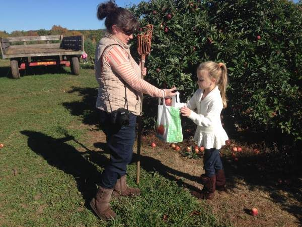 Apple Picking Coloring Pages : Free autumn and fall coloring pages you can print