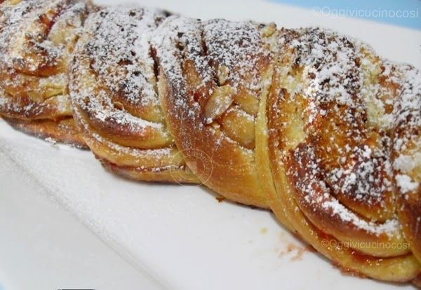©Oggi vi cucino così!: Re - cake: Treccia con confettura di Fragole