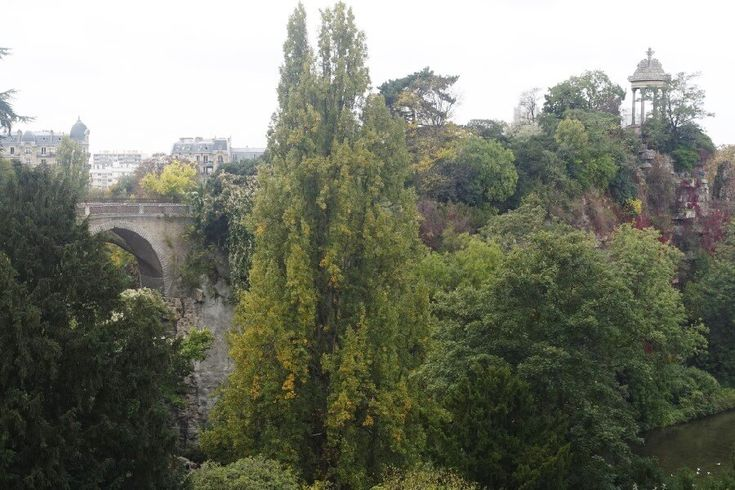 Best free things to do in Paris - Parc des Buttes Chaumont