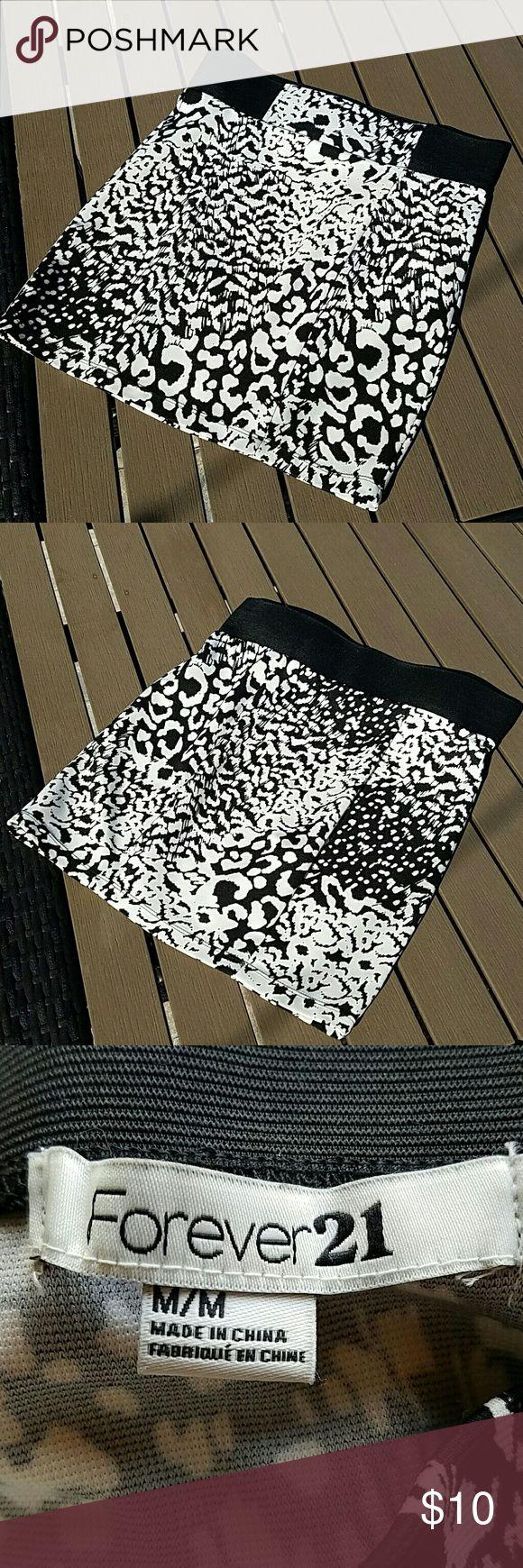 Beautiful mini skirt Beautiful mini skirt for sale! Forever 21 Skirts Mini