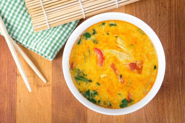 Thai-kraftsuppe med kokosmelk og kylling