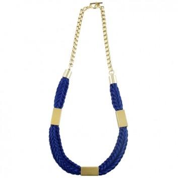 Die Kette Lovis in Blau mit goldfarbenem Verschluss und goldfarbenem Röhrchen ist die ideale Ergänzung zu deinem locker, lässigen Look. Stylisher Designerschmuck von Ludovika van Inkpen.