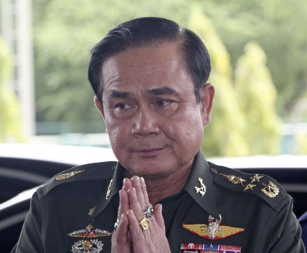 20日、タイ軍高官との会議会場に到着したプラユット陸軍司令官=AP ▼20May2014日本経済新聞|タイ陸軍司令官、混乱打開へ対話求める http://s.nikkei.com/1jQtyGq #Prayut_Chan_O_Cha #Prayuth_Chan_ocha