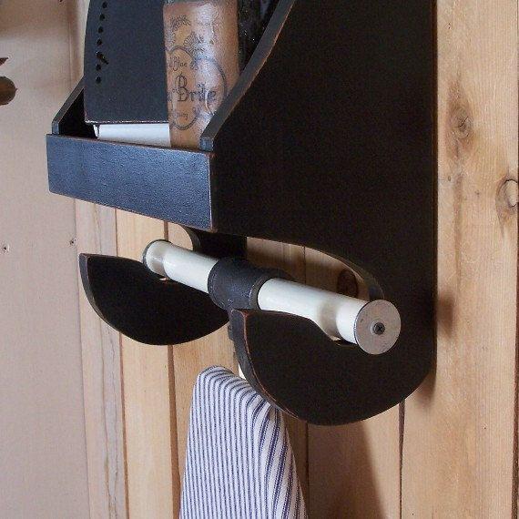 Estante del almacenaje de planchar del lavandería sala por Sawdusty