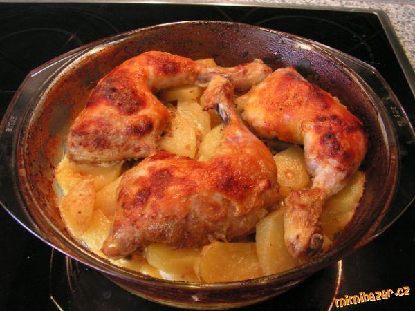 Zapečené brambory se šlehačkou a kuřecímy stehny  VŠE V 1 HRNCI, žádné nádobí !!!!!!!!! a moc dobré