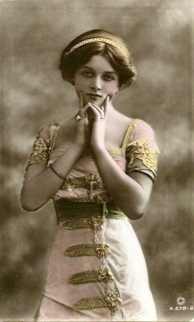 Vintage Alltag: Eine der schönsten Edwardian Schauspielerinnen – Die Schönheit des jungen Gladys Cooper durch kolorierte Postkarten