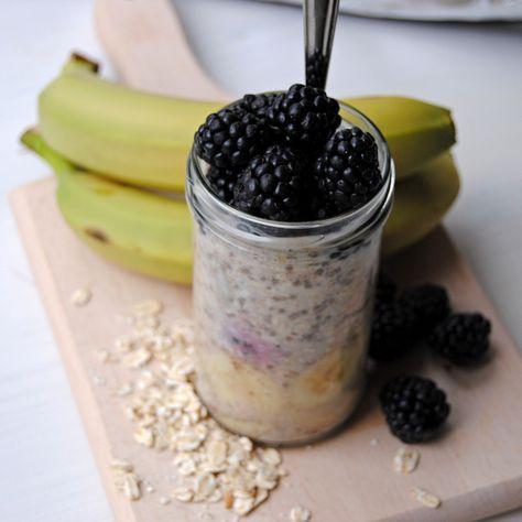 Recept på overnight oats med kanel och björnbär. Enkel och nyttig frukost som ger dig en bra start på dagen och som du står dig på länge. Trendigt och gott!