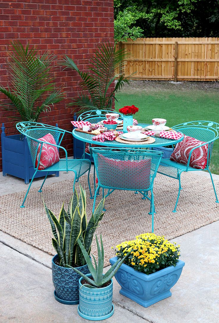 How To Paint Patio Furniture with Chalk Paint   Wrought Iron. 25  best ideas about Wrought iron garden furniture on Pinterest