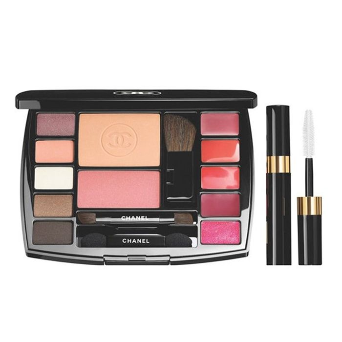 Rank & Style - Chanel Travel Makeup Palette #rankandstyle