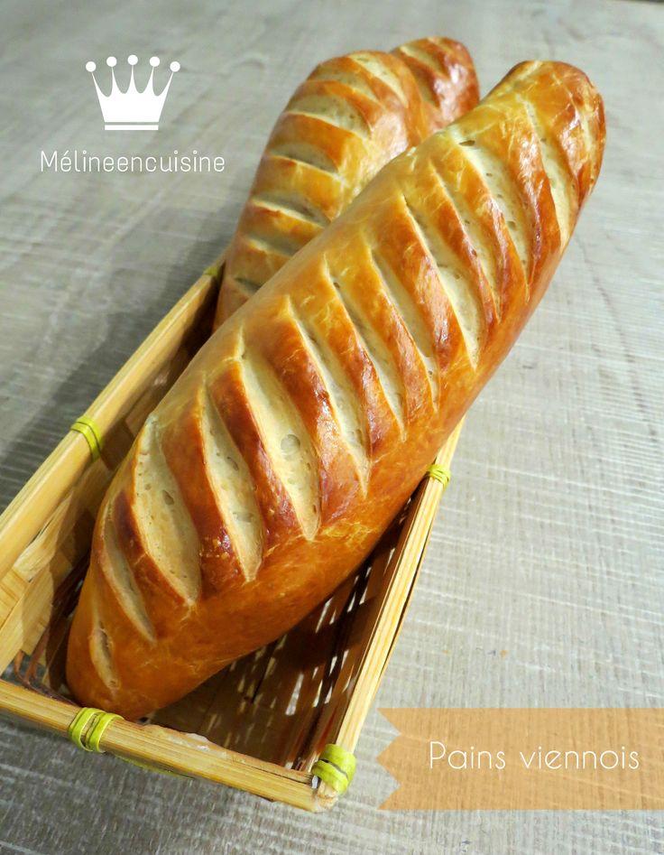Pour un super petit-déjeuner, ou un super goûter, je vous propose de délicieux pains viennois. C'est moins riche qu'une brioche, mais plus gourmand que le pain… J'adore! J&r…