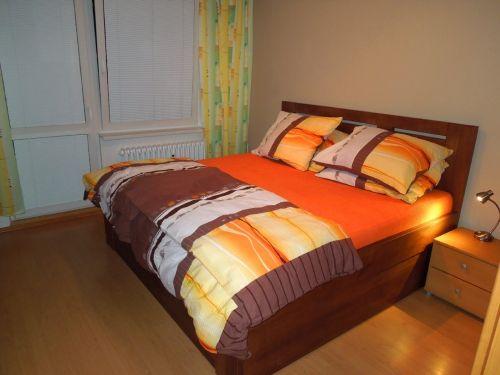 postel z masivu Denis 180x200 cm Atyp čelo u stěny, s úložným prostorem