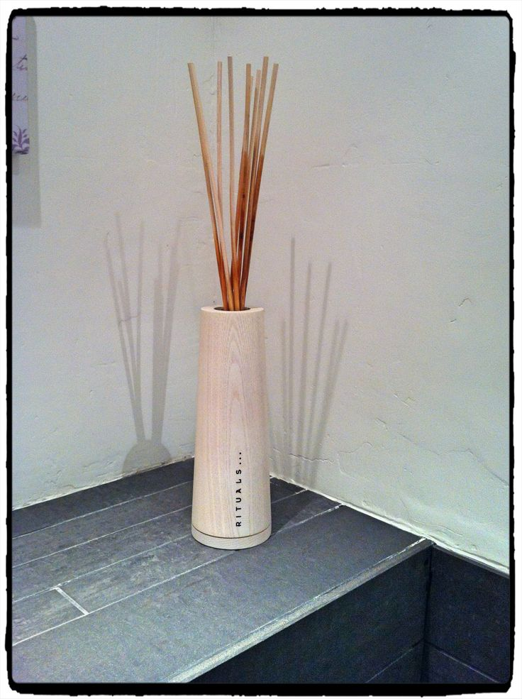 Rituals geurstokjes  My preference is for the Lotus Secret.. Three sticks are enough to let the toilet smell delicious.