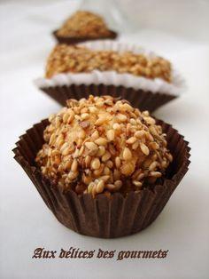 Voici une petite douceur à base d'amandes et de sésame. Ces petits gâteaux sont faciles à réaliser et une fois cuits il suffit de les ...