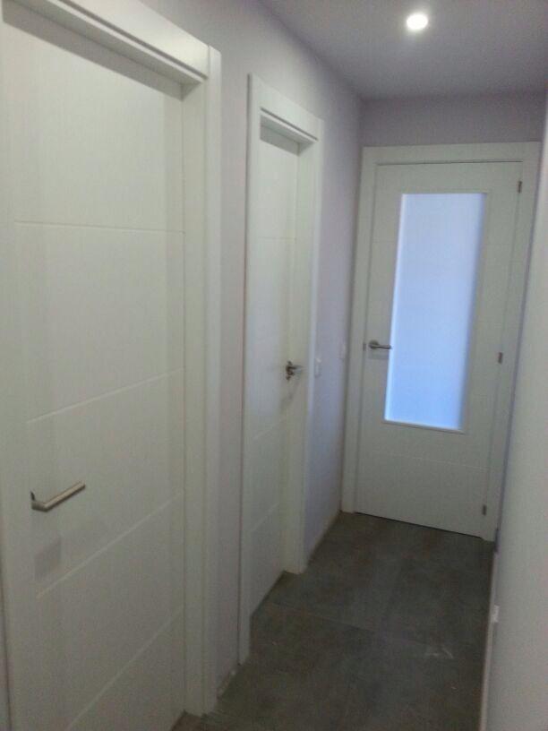 Lacamos sus puertas la clienta nos dio sus puertas lisas for Puertas sapelly