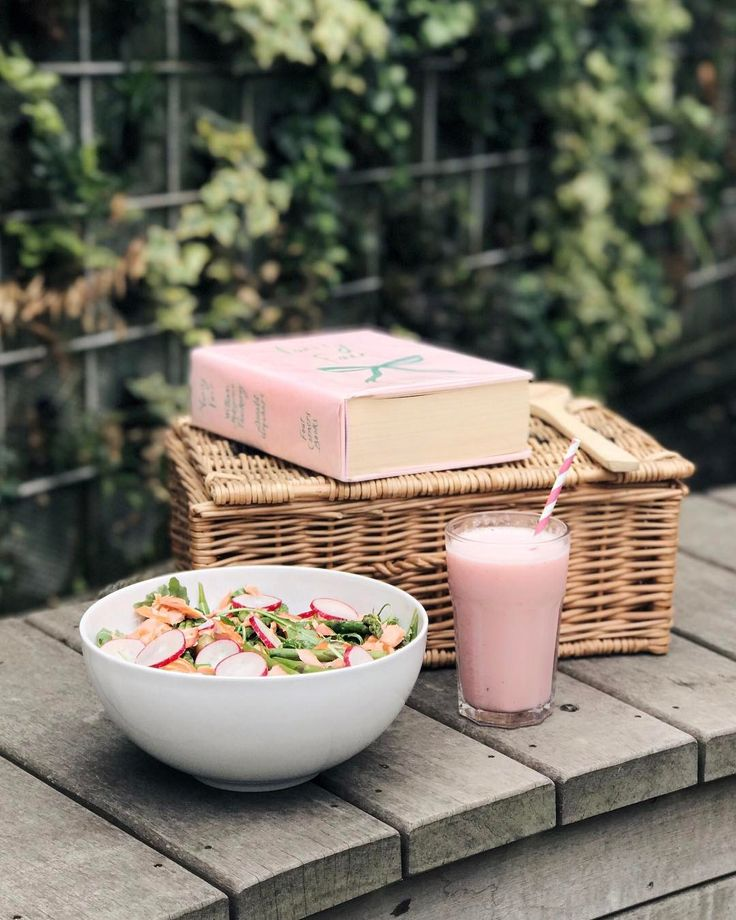 Taking every opportunity to have my meal outdoors  . . Share your #SpringMoments including @Waitrose to get a chance to win one of two 500 Waitrose/John Lewis gift vouchers ad have your photography featured in Waitrose Weekend #ad