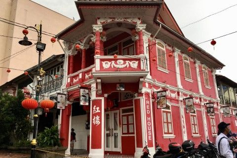 Do-it-yourself walking tour of Johor Bahru Walk and absorb some history