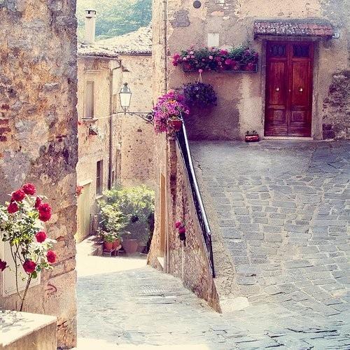 Italian countryside..: Doors, Madrid Spain, Rustic Wall, Verona Italy, Tuscany Italy, Travel, Photo, Barcelona Spain, Purple Home